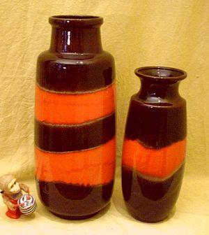 Vasen im Seventies Design - Keramik-Vase in 70er Orange